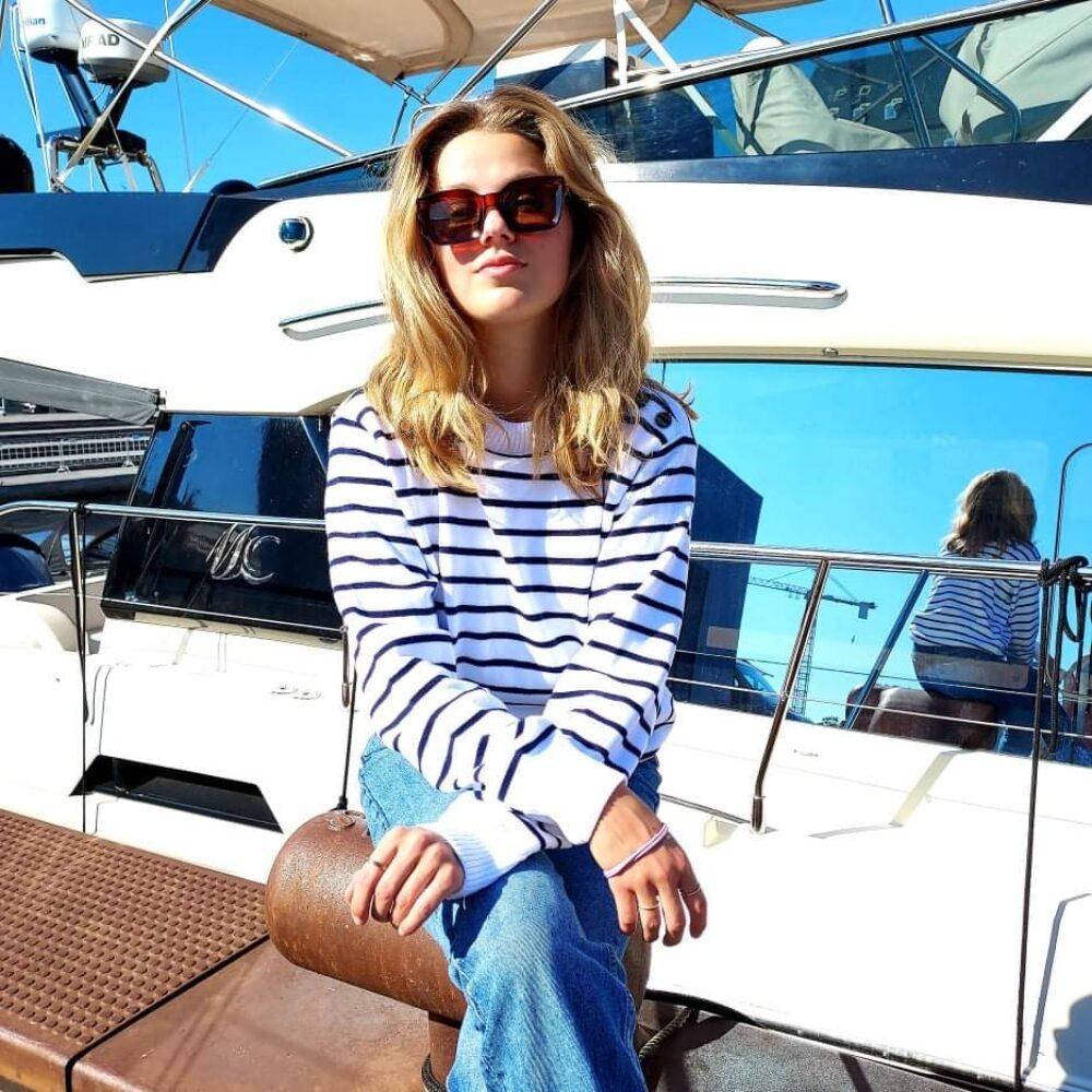 Sømandstrøje – hvid og navyblå, nauticstribet